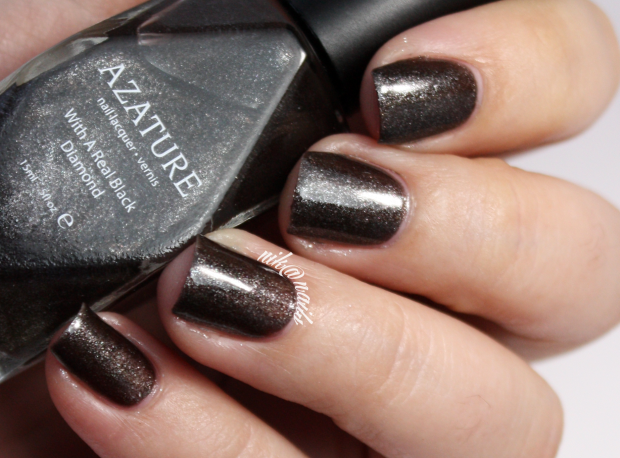 AZATURE Charcoal Swatch